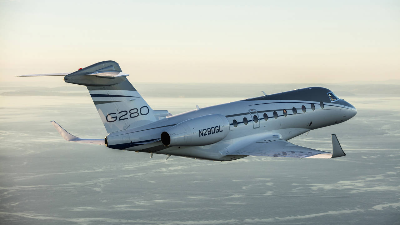 Gulfstream 280 flying